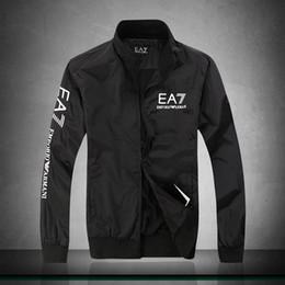 Venta al por mayor de Suministro transfronterizo 2018 nuevo diseñador chaqueta de gama alta chaqueta de los hombres modelos de explosión de moda chaqueta de algodón de cuello de los hombres