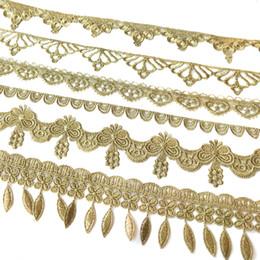 Ingrosso Vendita da Yard Golden filo metallico fiore di alta qualità ricamo tessuto in pizzo costumi da cucire pizzo fai da te Trim HB43-45