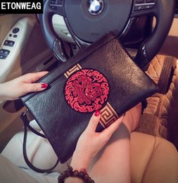 korean men hand bag 2019 - Original design Chinese style sequins hand grab personality leather Korean version handbag street fashion embroidery env