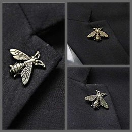 $enCountryForm.capitalKeyWord NZ - British Style Retro Animal Honey Brooch Pin for Mens Suit Tie Hat Lapel Pin Small Size Bee Badage Vintage Unisex Breastpin Wholesale Broach