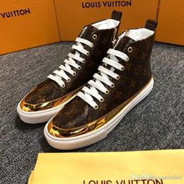 Ingrosso I migliori uomini di lusso nuovi uomini Low Top scarpe casual Fashion Designer fiore 3D ricamo Sneakers 3 colori appartamenti 38-44