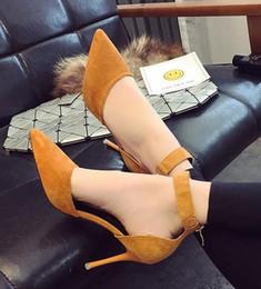 El nuevo 2018.Summer ahueca una palabra de las sandalias, la hebilla del cinturón, el vendaje del anillo del pie, la moda sexy elegante y generoso