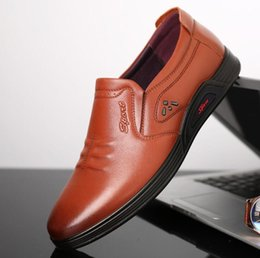 e4718613c6a 208 Новый Скольжения На Мужчин Официальная Обувь Основные Платье Обувь Из  Натуральной Кожи Обувь Мужская Мода Корова Зерна Кожа Мужчины Квартиры