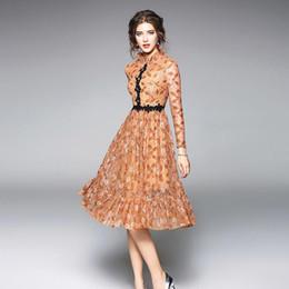 0f4b61528eed Тонкое платье 2018 Новая европейская мода весна женская XXL Vintage Новый с длинным  рукавом до колен Sesy выдалбливают Элегантное кружевное платье