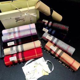 Venta al por mayor de Con la caja de regalo del rollo de tubo 2019 bufandas de cachemira de lujo hombres del invierno bufanda y diseñador de las mujeres clásico a cuadros grandes de pashminas Infinity