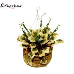 Miniature Accessori Mini Hanging Flower Basket Simulazione Piante in vaso Modello Giocattoli Decorazione per 1/12 Dollhouse WWP7167