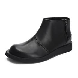 5b7e1db7729fb7 Echte Kuh Leder Stiefel Männer Stiefeletten Atmungsaktive Schuhe Zip  Teenager Jungen Schuhe Solide Motorrad Einfache Stil Schuhe