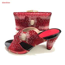 f0c609bb57d01 último conjunto rojo de zapatos y bolsos italianos a juego