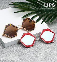 $enCountryForm.capitalKeyWord Canada - Fashion Unique Design Red Mouth Lips Sunglasses For Women Alloy Frame Shades Vintage Cat Eye Sunglasses Mirror Travel Eyeglasses Lover Gifts