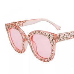 aec77d8182 Gafas de sol cuadradas para mujer en color negro con piedras de cristal en  negro, rosa, marrón y blanco con la moda de la estrella Big Eye Shades  Designer ...