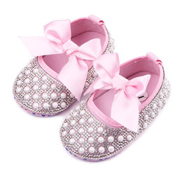 $enCountryForm.capitalKeyWord Canada - New Baby Girl Dress Shoes Shinning Pearl Cloth Big Bowknot First Walker Toddler Shoes Elastic Band Anti-slip Soft Sole 0-12 Months B11