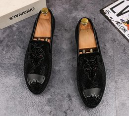 Spiked Flat Shoes NZ - 2018 Dandelion Spikes Flat Leather Shoe Rhinestone Fashion Mens embroidery Loafers Dress Shoes Slip On Casual Diamond Pointed Toe Shoes G8