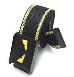Pequeño monstruo yeezus hip hop correa de lona de moda de los hombres / marea de la mujer de la marca hebilla automática estudiantes jóvenes cinturón casual carta correa