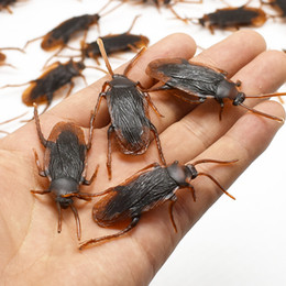 Gag Gadget NZ - Halloween April Fool's Day Gadget Plastic Cockroaches Joke Decoration Props Rubber Toy Gags Practical Jokes Toys Plastic Bugs Cockroach