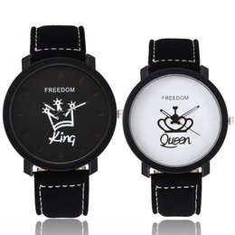Wholesale Queen Gifts NZ - Fashion Couple QUEEN KING Watches Popular Casual Quartz Women Men Watch Lover's Gift Clock Boys Girls Wristwatch