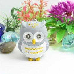 Wholesale Cartoon Key Buckle Kid Toy Flashlight Gift Pendant Plastic Electron LED Chain Luminescence Phonation Owl Hot Sale ly V