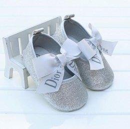 Großhandel Neue Baby Kleinkind Mädchen Krippe Schuhe Prinzessin Blume weichen Prewalker weiche Sohle Anti-Slip