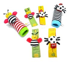 Wholesale Sozzy hot Baby toy socks Baby Toys Gift Plush Garden Bug Wrist Rattle Styles Educational Toys cute bright color