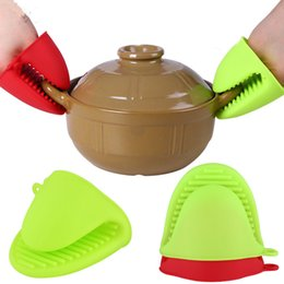 Venta al por mayor de 1 par de cocina de silicona guantes resistentes al calor Clips de aislamiento antiadherente antideslizante olla Bowel Holder Clip de cocina para hornear mitones de horno