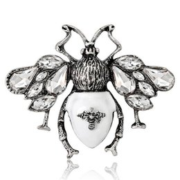 Chinese  Vintage Insect Butterfly Brooches Corsage Lapel Pins Scarf Buckle Dress Hats Suit Accessories Brooch Pin Crystal Rhienstone Broach Jewelry manufacturers