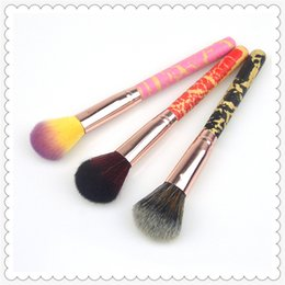 Chinese  Fashion 3-color Makeup Brushes single handle wooden handle cracked blush brush blush brush honey paint brush retractable Makeup Brushes02006 manufacturers