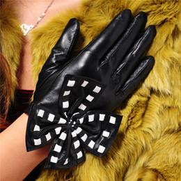 $enCountryForm.capitalKeyWord Australia - Yang Zhi Yuan - Leather Gloves Lady Big Bow Cute Fashion Show Performance Winter Thicken Warm Drive Female Sheepskin Gloves