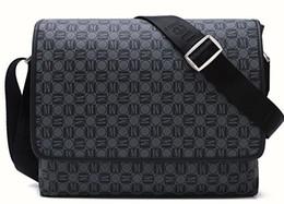 Venta al por mayor de 2019 nuevos bolsos de mensajero de los hombres de la moda clásica cruzan la mochila escolar 41213 con bolsa para el polvo
