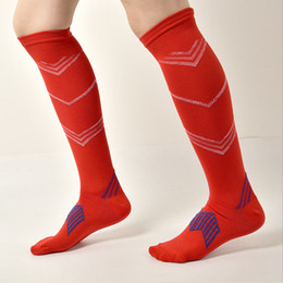 $enCountryForm.capitalKeyWord Canada - Breathable Soccer Stockings Mens Nylon Sports Pressure Sock Circulation Decompression Pain Relief Soft Magic Support Knee High Sock