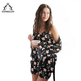 all'ingrosso Set di pigiama There Piece Robe Vest Shorts Floral Summer Top per le donne 2018 Sleepwear Satin Sliky Home Clothes