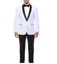 Venta al por mayor de Recién llegado Padrinos de boda Chal Solapa Novio Esmoquin Trajes de hombre blanco Boda / Fiesta de graduación Mejor hombre Blazer / Novio (Chaqueta + Pantalones + Pajarita) M344