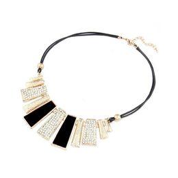 Collar geométrico de la exageración de las mujeres de la moda americana europea Casual todo fósforo ropa señoras collar de la joyería femenina
