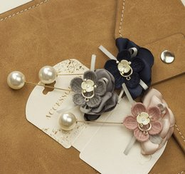 $enCountryForm.capitalKeyWord UK - Autumn winter Lady flower Brooch pins with pearl hand-knit flowers brooches for sweater coat pearl jewelry accessories women girl lady