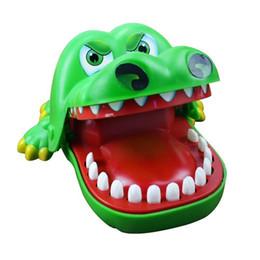 d68ab828 Nueva Novedad Cocodrilo Boca Dentista Mordedura Finger Game Kids Alligator  Roulette Juego Gran Diversión Regalo de juguete cocodrilo Juguetes  Divertidos ...