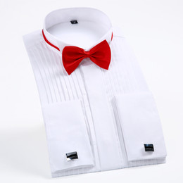 herrenhemden großhandel-Herren Langarm Flügel Kragen Pleat Tuxedo Dress Shirt Französisch Manschetten mit Krawatte kostenlos Hochzeit Bräutigam Shirts Tops