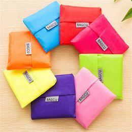 Sacs de transport respectueux de l'environnement de sac de magasin pliable de mode sacs de rangement réutilisables de poche sac à main pliant portable d'emballage coloré sacs d'emballage en Solde