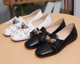 Shoes Women Fashion Style Canada - Women Fashion Round Toes Leather Bee Flat Lazy Shoes Girls Pearl England Style Shallow Mouth Singe Shoes Women Simple Casual Shoes
