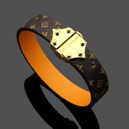 Venta caliente 316L Brazalete de acero de titanio con marca de corchete de metal para hombre y mujer pulsera de cuero genuino en boda de 19 cm en venta