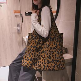 2de6faf34 Mulheres de veludo grande bolsa de ombro 2018 moda inverno nova camurça  feminino leopardo impressão suave grande sacola mulher luz barato bolsa