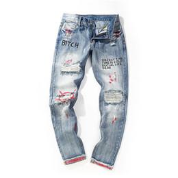 Jeans de moda para hombres Angustiados Broken Graffiti Jeans Mens Hip Hop  Pantalones de mezclilla Streetwear 7073ed79b90