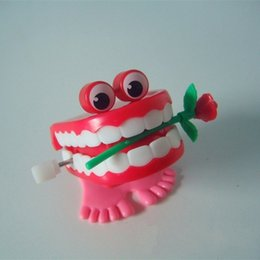$enCountryForm.capitalKeyWord NZ - Novelty Games Upper Chain Jump Lips With A Rose Valentine Day Originality Toy Gift Plastic Denture Model Funny Teeth Toys 1 25fh W