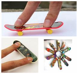 Mini fingerboard online shopping - Mini Finger Skateboard Fingerboard TOY Kid finger sport Scooter Skate Party Favors Educational Gift Toys DDA190