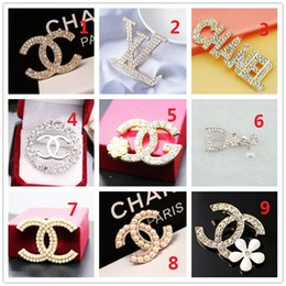 Ball Box plastic online shopping - K Brand Designer Pearl Brooch letter corsage collar needle Diamond Wedding Party Fashion Jewelry Gift Scarf Accessories Box AA10