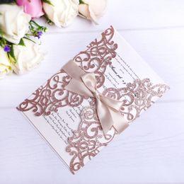 2019 Nuove carte per inviti di taglio laser con scintillio in oro rosa con nastri beige per la cerimonia nuziale di fidanzamento con la sposa nuziale