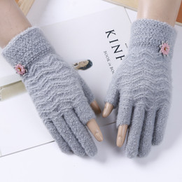$enCountryForm.capitalKeyWord Australia - lovely floral design handschoenen thicked warm cashmere mitten winter touch screen gloves for girls and women