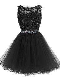 Sweet 16 Short Prom Платья Кружева Appliques с Кристалл Бусины Puffy Tulle Коктейльные вечеринки Маленькие черные выпускные платья Homecoming
