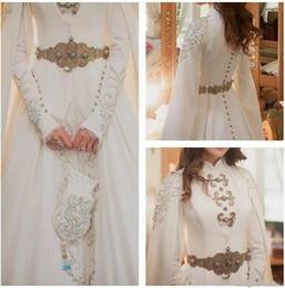 Simple muSlim wedding dreSS hijab online shopping - Elegant Kaftan Dubai Arabic Muslim Wedding Dresses Modest Long Sleeve High Neck Luxury Gold Detail Crystal Hijab Bride Wedding Gown