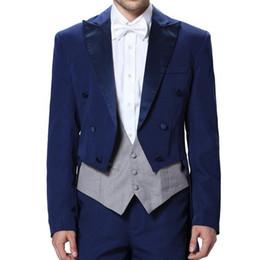 a591d548a45 Vestido de novia azul real Tres piezas de doble botonadura solapa culminada  Novio Desgaste Chaleco gris Chaqueta Pantalones Prom traje de noche de los  ...