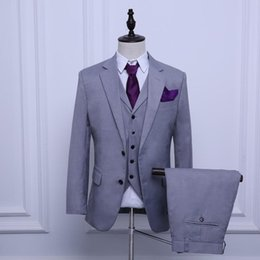 Best Three Piece Suit For Men Canada - Custom Made Light Grey Groom Tuxedos Three Pieces Groomsmen Suit Best Man Business Suit Cheap Wedding Suits For Men (Jacket+Pants+Vest)