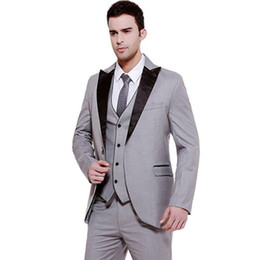 groomsman grey three piece suits NZ - 2018 Men Suits Grey Wedding Suit 3 Pieces Black Peaked Lapel Custom Made Groom Tuxedos Groomsmen Blazers Prom Clothing Evening Dress Terno
