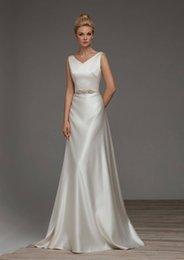 2018 simples uma linha elegante vestido de noiva de cetim com decote em v vestido de noiva beaed cinto aberto v-back com arco em Promoção